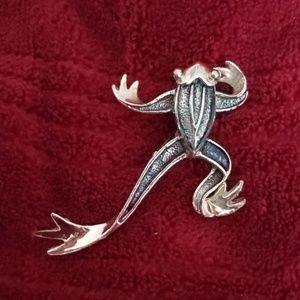 Frog brooch/pin